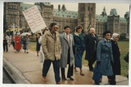 SCENE: DAVID SUZUKI & OTHER MARCHERS ON PARLIAMENT HILL FOR THE RALLY IN OTTAWA IN SUPPORT OF REDRESS FOR THE INTERNMENT OF JAPANESE CANADIANS DURING WWII.